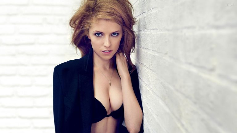 Anna Kendrick's Height, Weight And Body Measurements