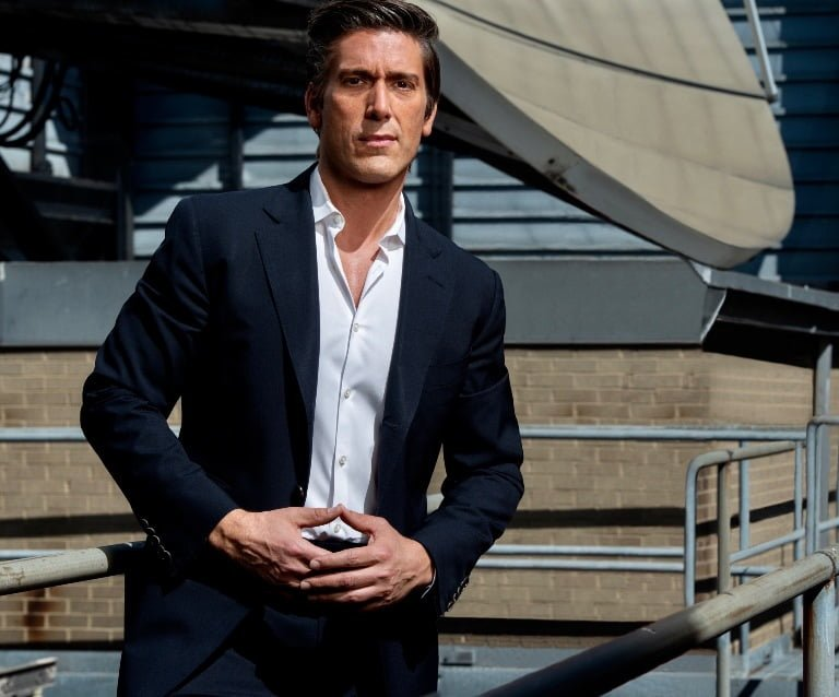 David Muir Gay, Salary, Married, Wife, Chest, Girlfriend, Family, Net Worth