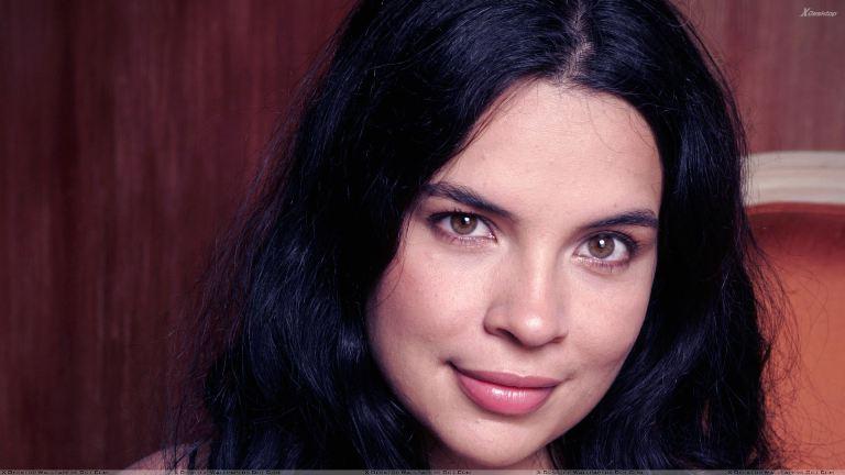 Zuleikha Robinson Bio, Wiki, Married, Husband, Kids, Family