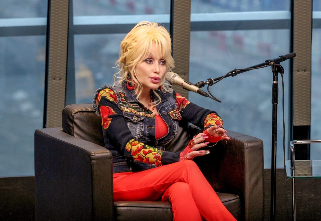 Dolly Parton Husband, Net Worth, Age, Siblings, Body ...
