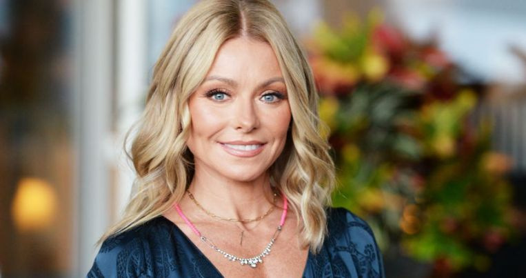 Kelly Ripa Kids, Husband, Family, Age, Height, Net Worth, Salary, Is She Dead?