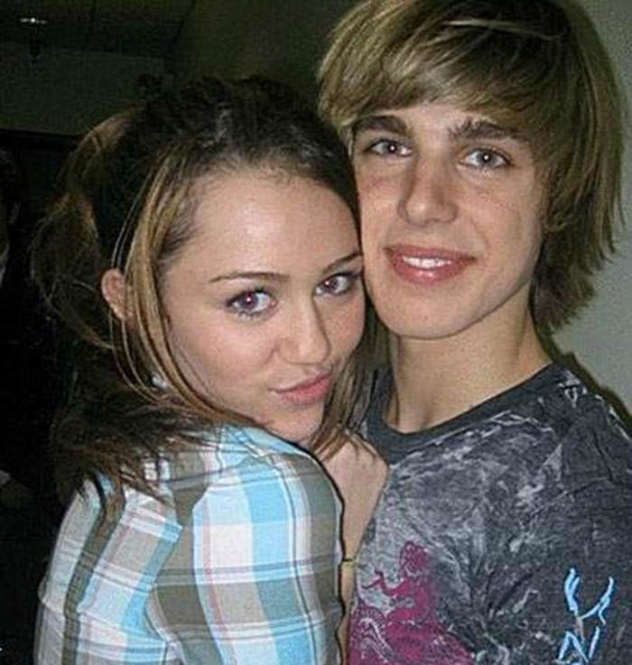 Miley Cyrus Brothers, Sisters, Mom, Dad, Family And Boyfriend